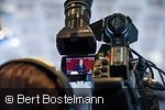 Blick durch ein Kameraokular auf Jens Weidmann bei einer Pressekonferenz
