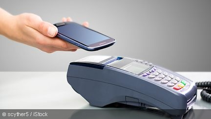 Payment with a smartphone via NFC
