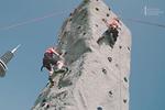 Kinder beim klettern am Tag der offenenTür